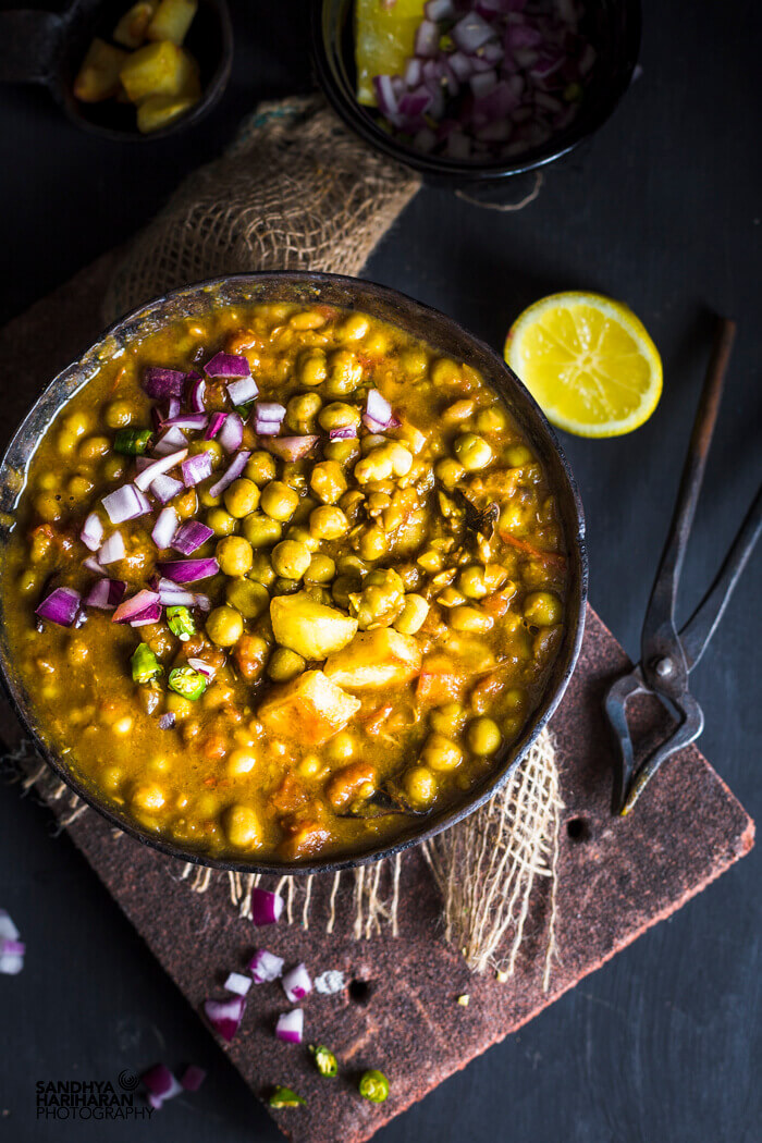 Ghugni Recipe - Dried Green Peas Curry
